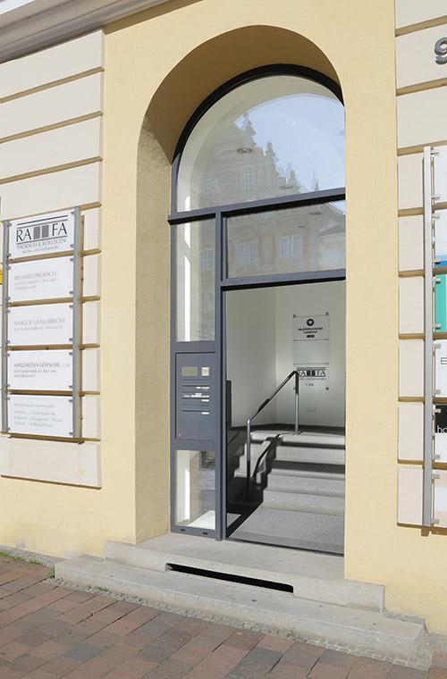 Eingangsbereich der Rechtsanwaltskanzlei in Landshut